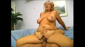 kalij xxxx poran The girl cums while fucking her pumped pussy