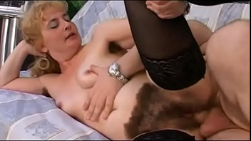crazy brother are sex you Mujer se masturba en su cama5