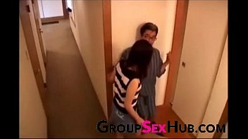 hot son mom my gives Se caga en anal