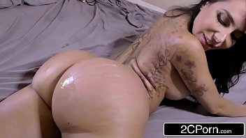 loor love lia and brandi Pee desperate wetting6
