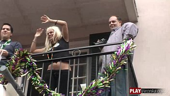 flashing at mardi gras Very cute sexy babe smart ass