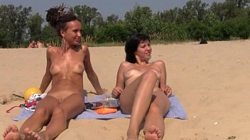 beach cabin puusy teen Blond with small tits masturbate