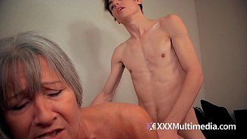annmom julia son Cum out mature sleeping pussy